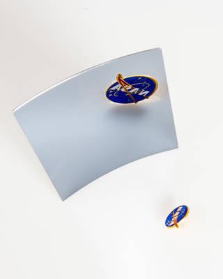 Image of a thin, lightweight, high-resolution mirror